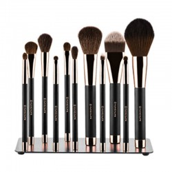 Set of cosmetic magnetic brushes